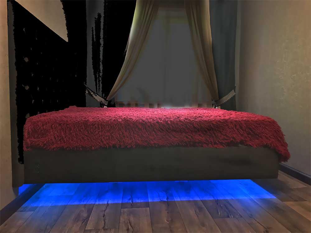 Кровать с мягким изголовьем и меняющейся подсветкой «Полёт»